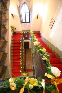 wedding flower arrangment italy castle borgia